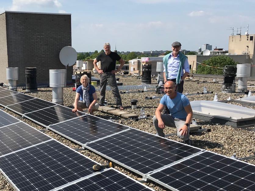 De 4 initiatiefnemers op het dak