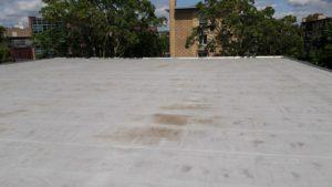 Het dak van de kerk, nu nog leeg, binnenkort vol met zonnepanelen.
